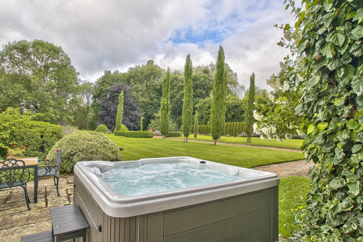 Large Group Accommodation with Hot Tub East Sussex