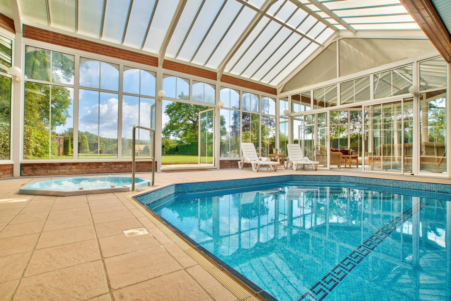 Large Group Accommodation with indoor pool Bedfordshire
